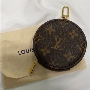 louis vuitton • round coin purse